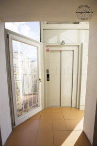 Výtah zabezpečen čipem